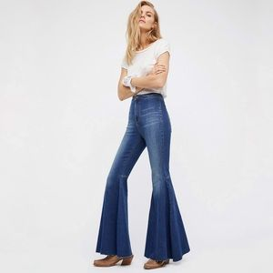 FREE PEOPLE FLOAT ON FLARE JEANS